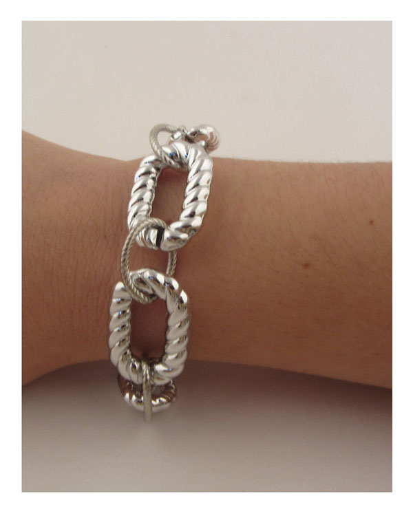 Curved chain link bracelet-id.CC25956