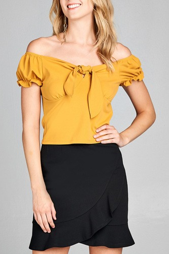 Ladies fashion short sleeve off the shoulder front heart neckline w/self tie top-id.CC35428a