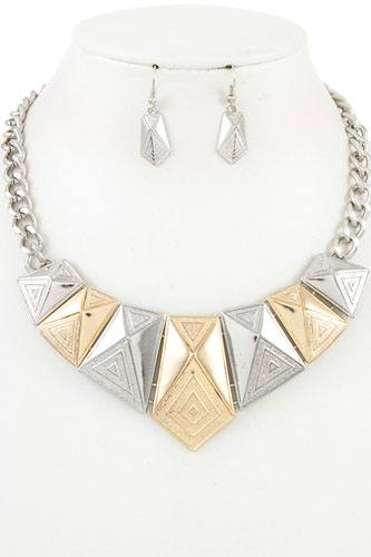 Faceted triangle metal link bib necklace set-id.CC35947