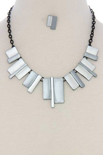 Geometric shape short necklace-id.CC36143