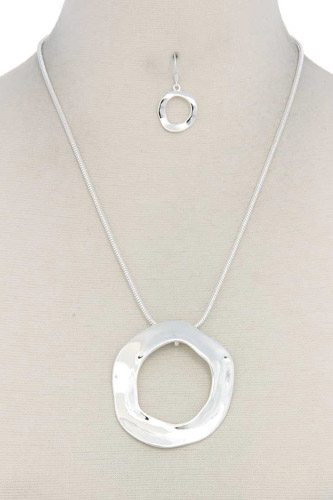 Cut out circle pendant necklace-id.cc37544