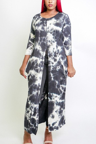 Tie dye, long body tunic top in a fitted style, with 3/4 sleeves, a round neck, pockets, and a front slash slit-id.cc38515