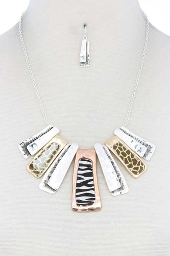 Animal pattern rectangular necklace-id.cc39985