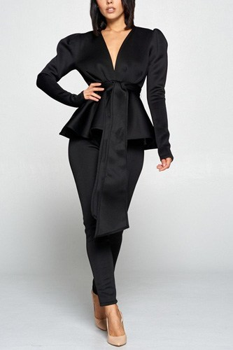 Long sleeve deep v neckline top with waist tie to make a bow detail paired with elastic waist pants-id.cc40259a