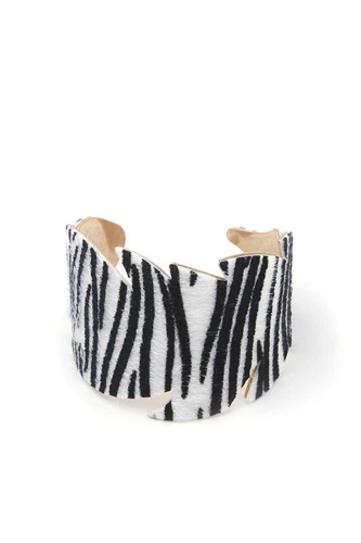Leaf cut out pattern cuff bracelet-id.cc50940