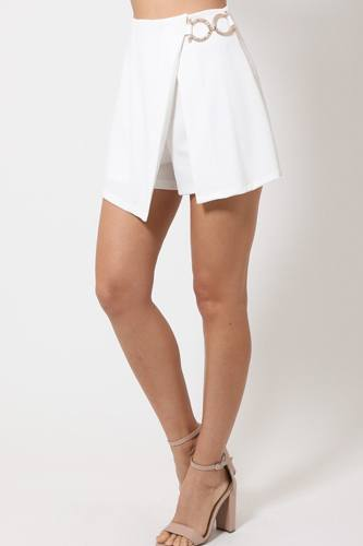Double layer detailed fashion shorts with gold buckle on the side- id.cc51496c