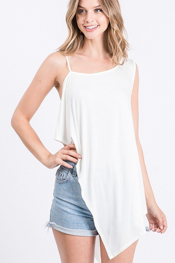Solid knit top is fearing a round neckline and side hi-low-id.cc51658b