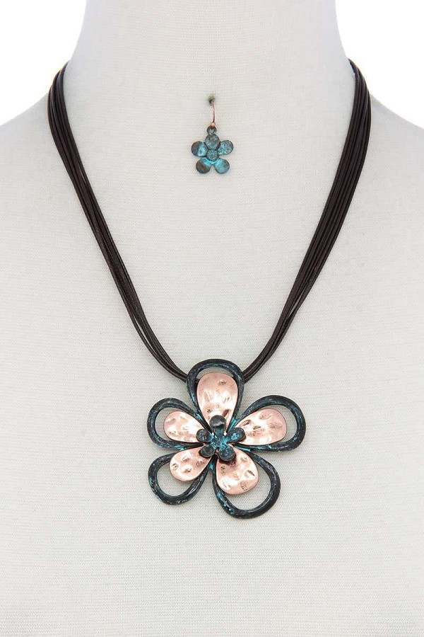 Two tone flower pendant pu leather necklace-id.cc52017