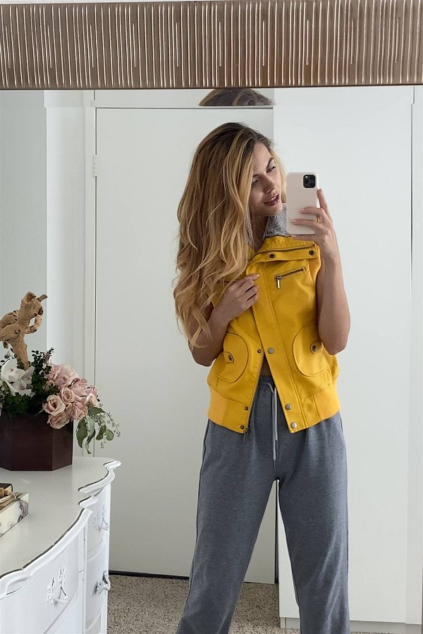Mustard vegan leather funnel neck faux fur lining zip-up vest-id.cc52479